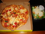 25 ピザとサラダ.jpg
